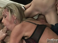 Mama gives her daughter a first hand 10-Pounder engulfing lesson.
